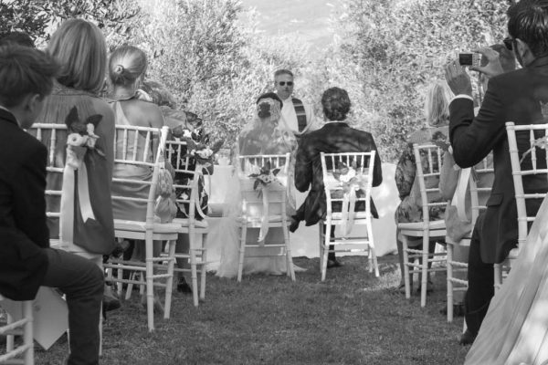 Rito simbolico matrimonio tra oliveti